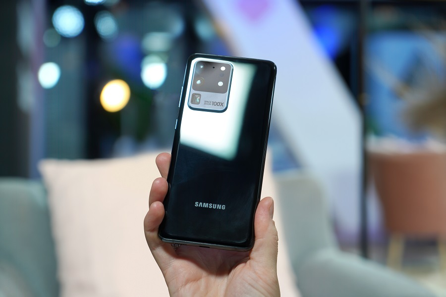 Samsung S20 Ultra in black