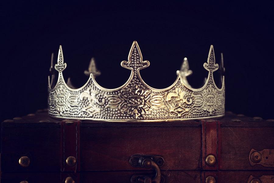 King of Avalon crown hero image