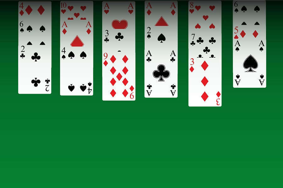 Solitaire green background hero image